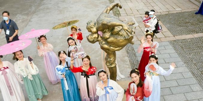 【组图】广府古村落的雕塑展