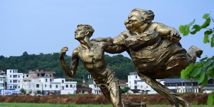 许鸿飞雕塑艺术百村展走进清远市连樟村