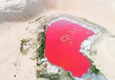 內蒙古阿拉善:格勒圖湖美艷大漠