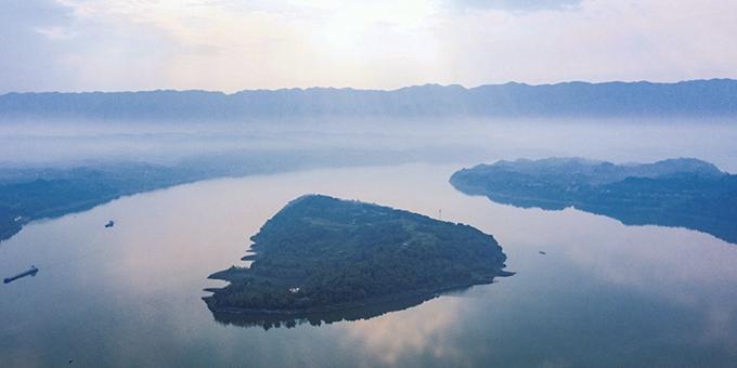 航拍三峡175水位新景观 长江绿岛话古今