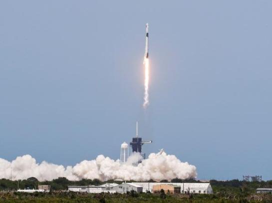 """SpaceX""""龙""""飞船首次载人试飞"""