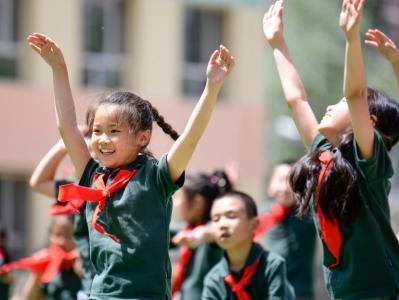 內蒙古呼和浩特:跳起戲曲操 歡樂新學期
