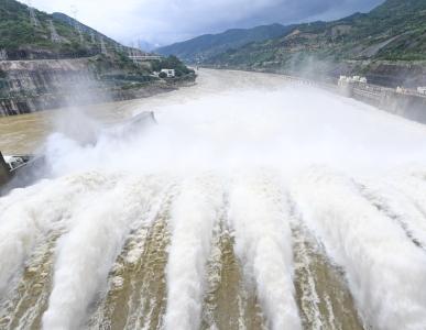 福建水口水电站开闸泄洪