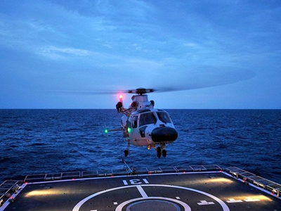 夜海双鹰——海军第35批护航编队双机跨昼夜飞行训练