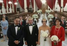 """约旦一对新人疫情期间办小型婚礼 家人线上""""云出席"""""""