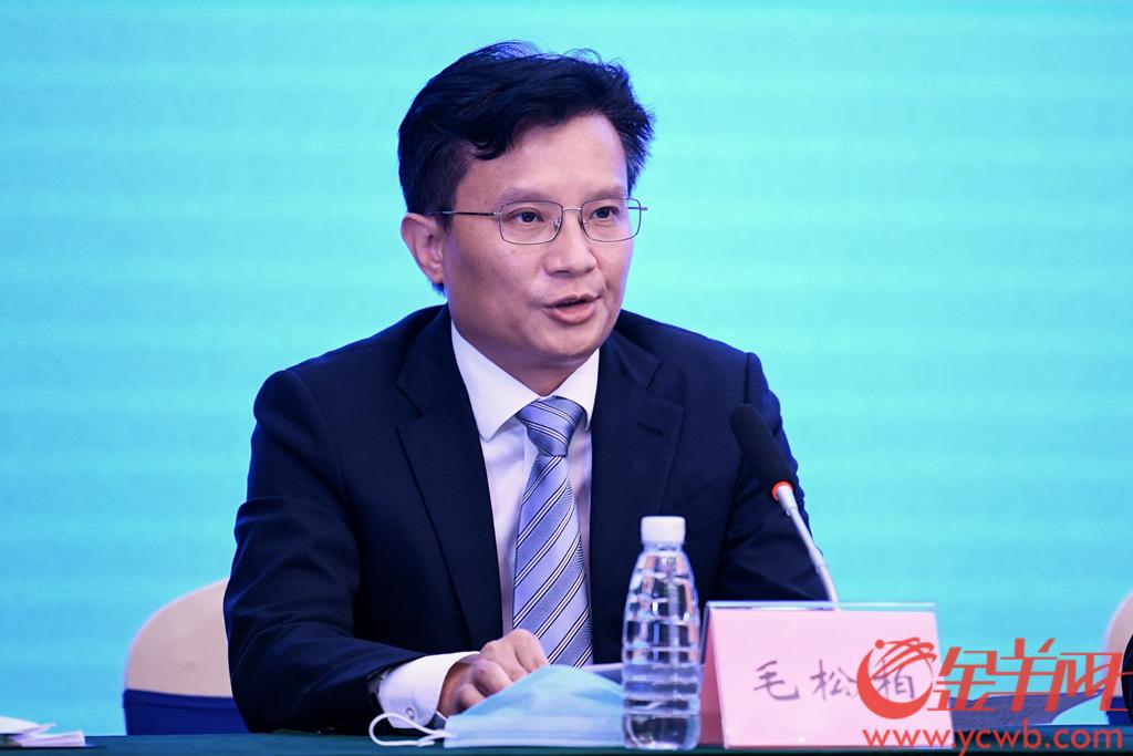 广州市黄埔区委常委、常务副区长毛松柏