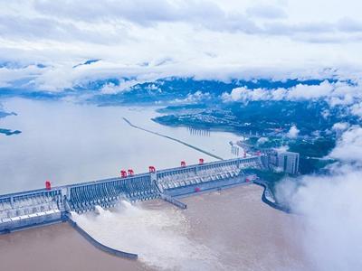 入库流量超5万立方米每秒 三峡大坝开启3孔泄洪