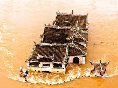 湖北鄂州:700年歷史觀音閣被洪水圍困