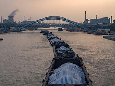 江苏淮安:京杭大运河迎来夏季水运高峰