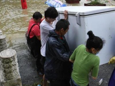 安徽巢湖水位超历史最高 三河古镇居民有序撤离