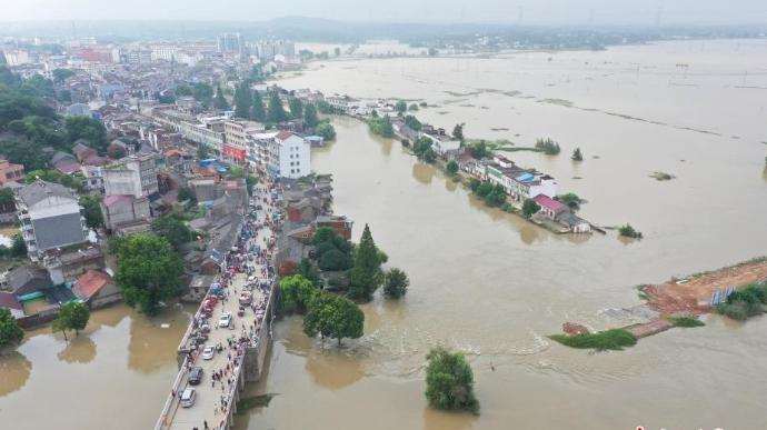 安徽同大镇石大圩发生决口 洪水漫过附近乡村