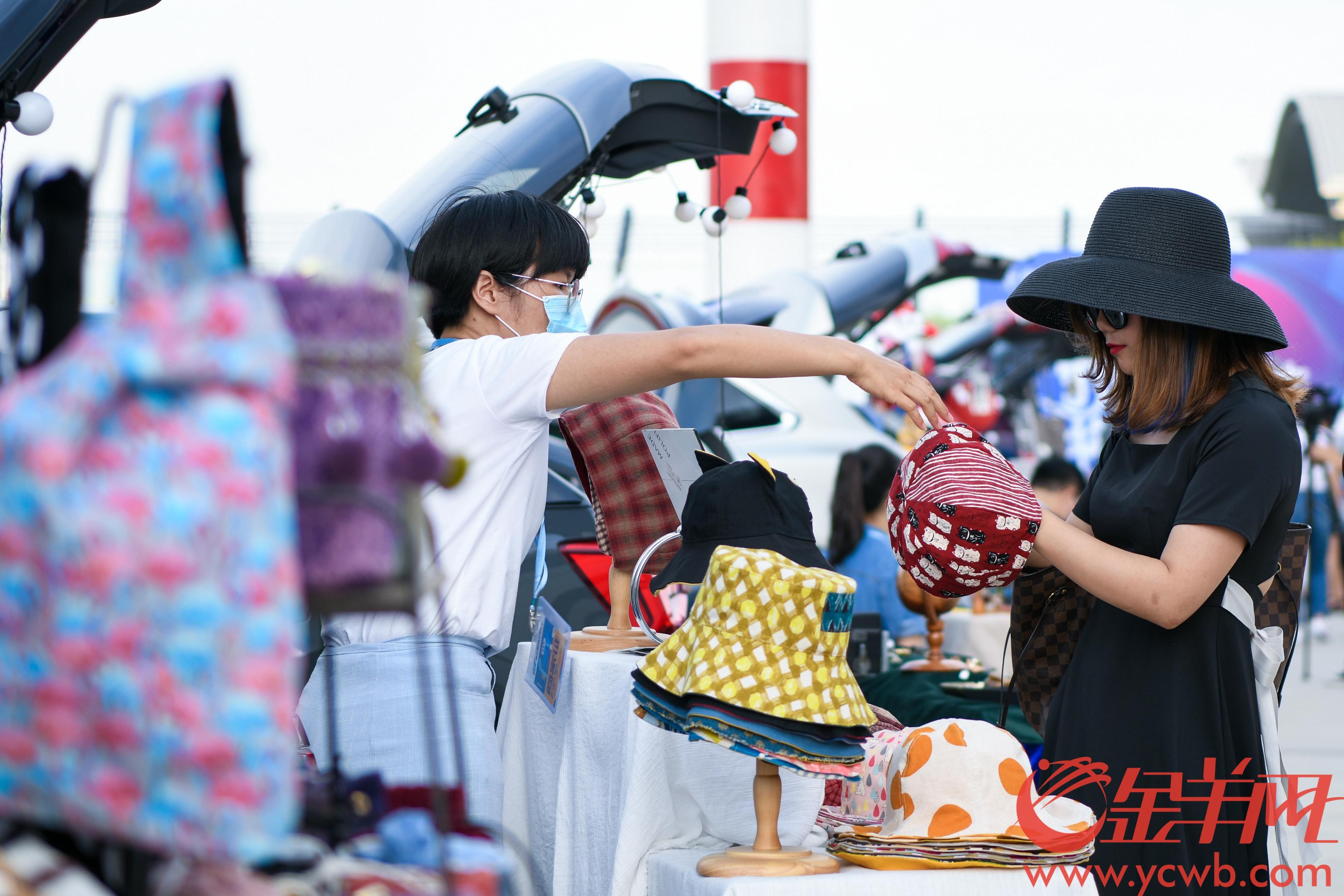 音乐节现场还引入羊城晚报森市集,进行文化创意艺术交流 羊城晚报全媒体记者 梁喻 摄