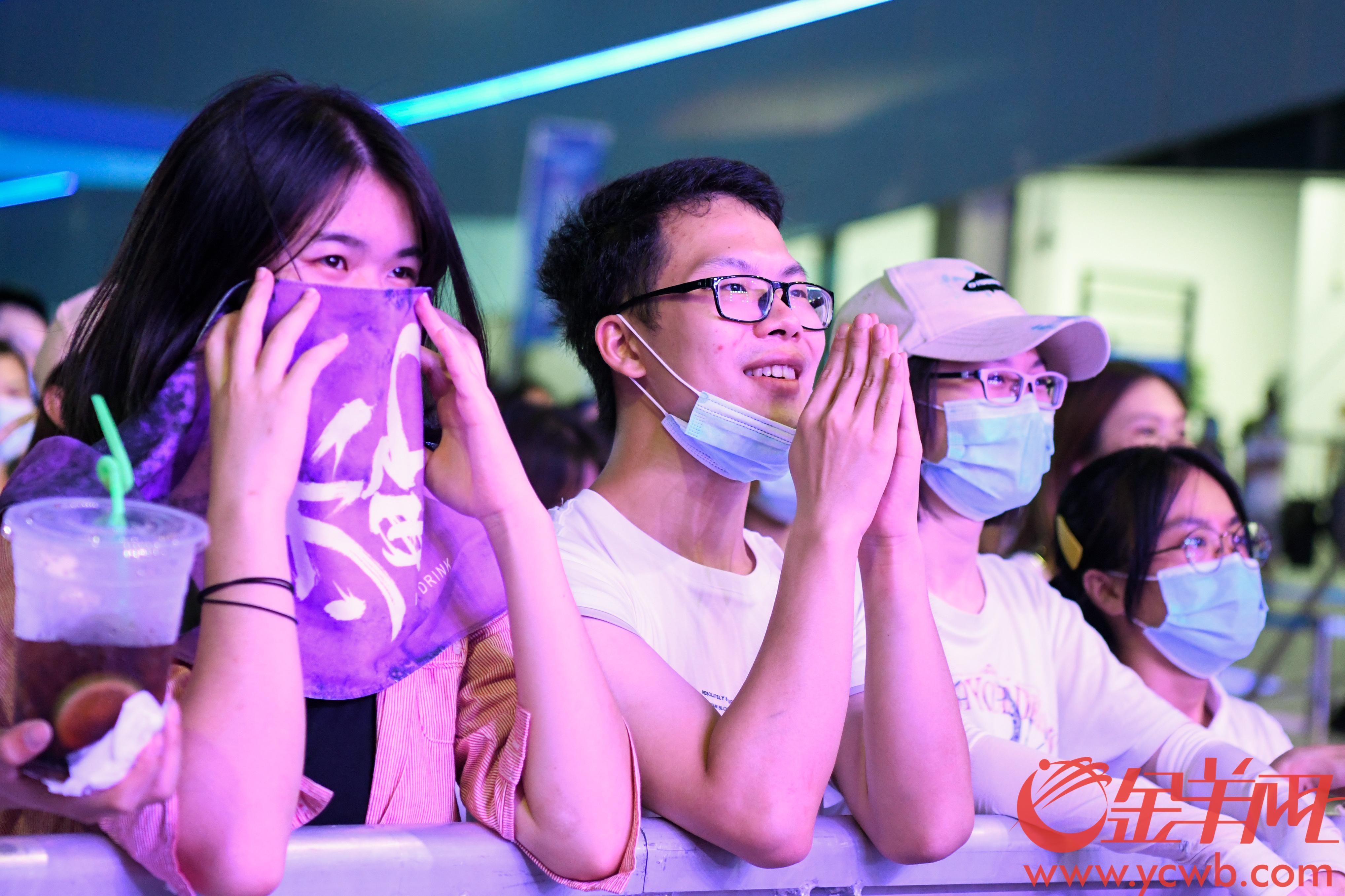 """7月25日,""""南沙湾区邮轮音乐节""""在广州南沙国际邮轮母港举行 羊城晚报全媒体记者 梁喻 摄"""
