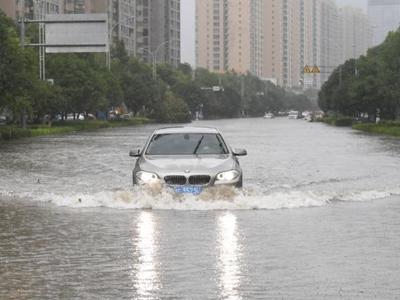 """台风""""黑格比""""袭击浙江乐清 城区洪涝严重"""