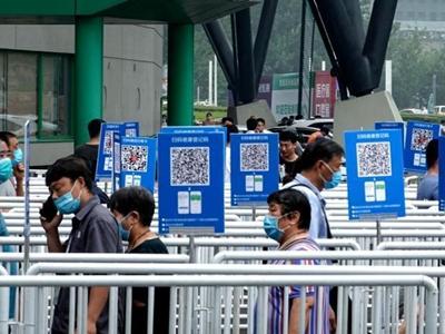 首届郑州食品博览会:民众扫码入场