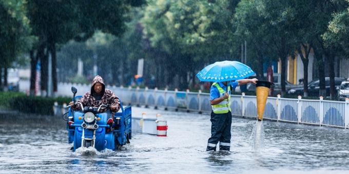河北柏乡:在风雨中坚守的人民警察