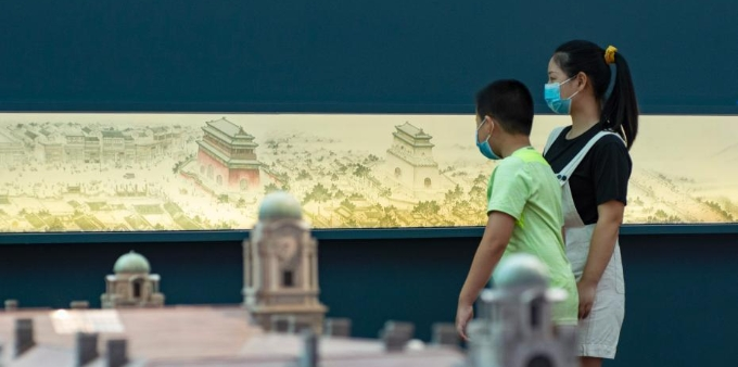 """孩童在首都博物馆""""温故""""度暑假"""