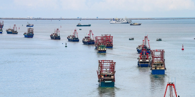 """海口:台风""""海高斯""""过后 渔船出海捕鱼"""