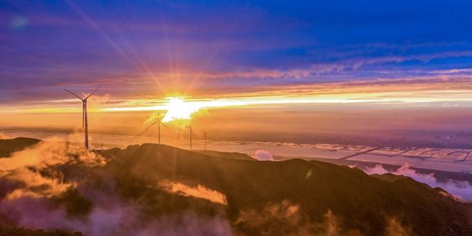 山西运城:中条山现壮美云海