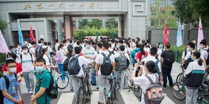 北京中小学分批开学