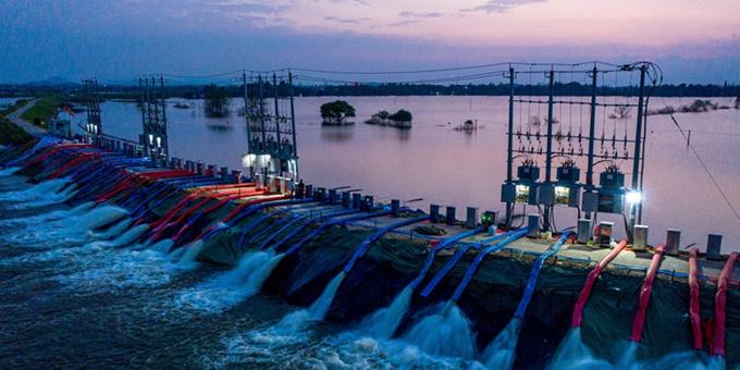 安徽庐江:开足马力  昼夜排涝