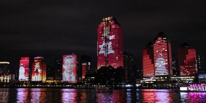 【图集】广州珠江沿岸上演迎国庆主题灯光秀