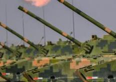 大漠戈壁 战车一字排开实弹射击