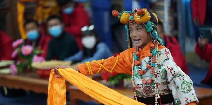 青海杂多小学生传承格萨尔说唱