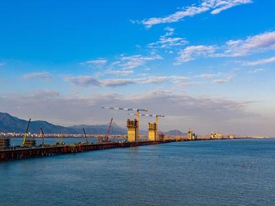 福建泉州:福厦高铁湄洲湾跨海大桥建设忙