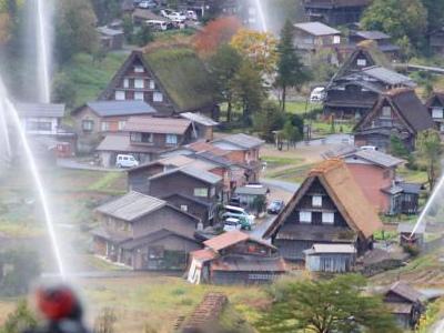 日本世界遗产白川乡举行喷水演习
