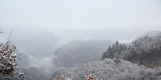 甘肃平凉:崆峒山初雪美如画