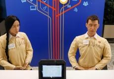 莫斯科仿真人形机器人上岗工作 为游客提供服务