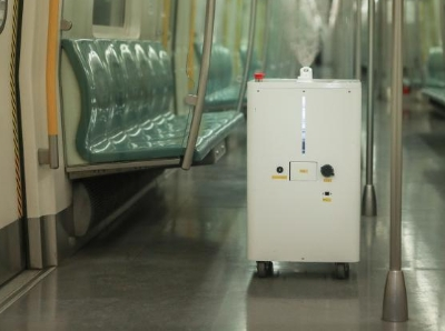 北京地铁4号线试用智能消毒机器人对车厢消毒