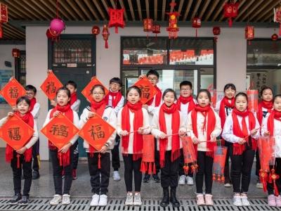 浙江温岭:红领巾心向党