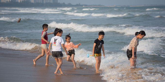 海南琼海:椰风海韵引游人