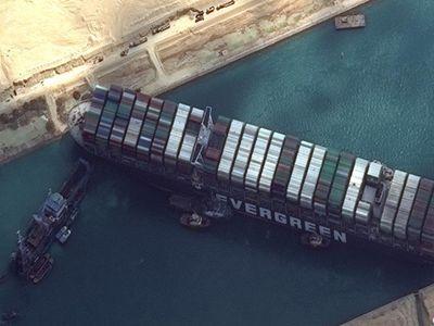 蘇伊士運河擁堵 船只或將繞道南非