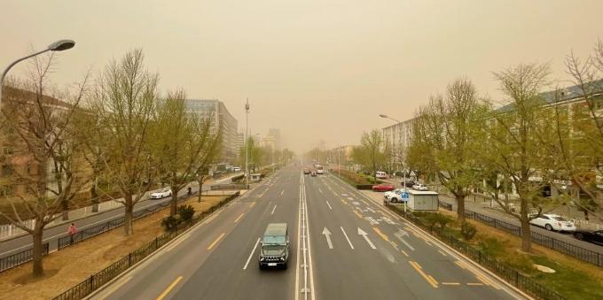 新一轮黄沙滚滚而来 北京再迎沙尘暴天气