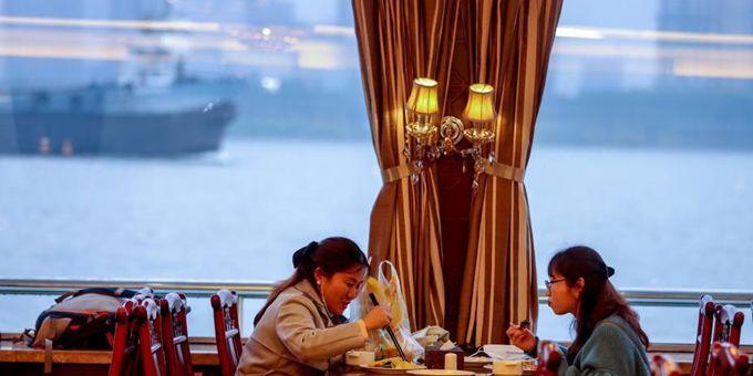 武汉两江游船恢复餐饮航班