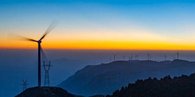 """文山""""最美""""风电场:科技与自然完美融合"""