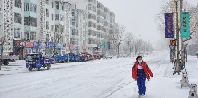 中国边城黑河四月迎暴雪