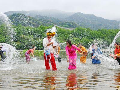 浙江仙居:傣族泼水节 泼水享祝福