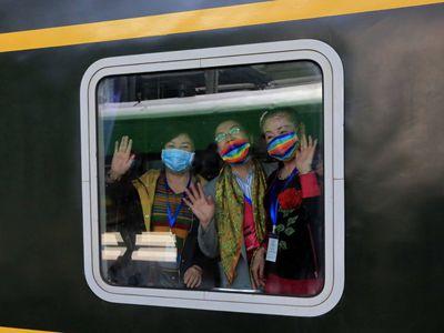 新疆铁路2021年首趟出疆旅游专列开行