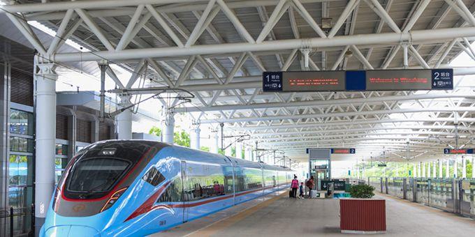复兴号首次在海南环岛高铁上运营