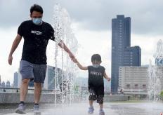 香港天文台发布今年首个酷热天气警告