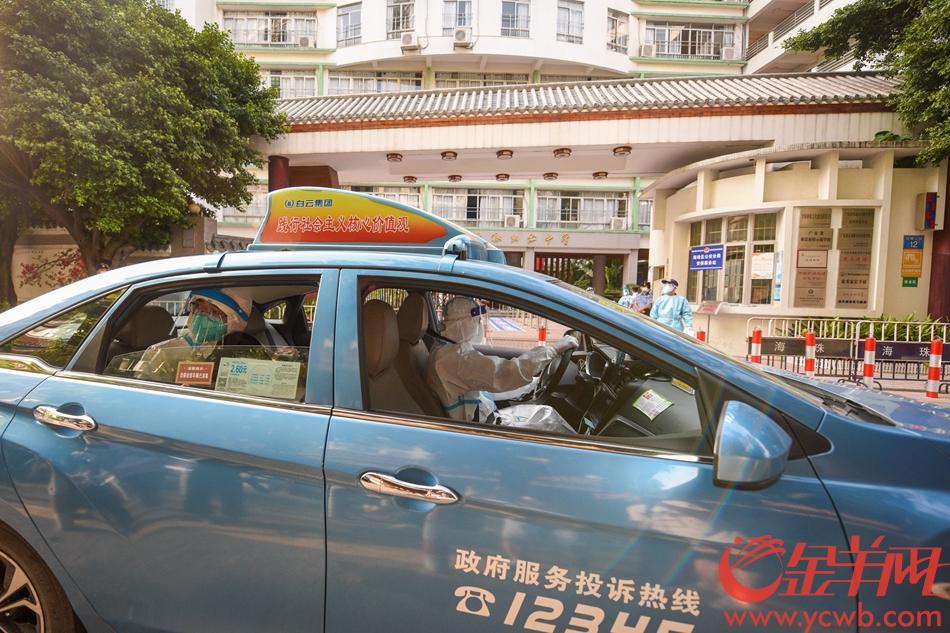 2021年6月7日,广州市海珠区隔离考点岭南画派纪念中学,早上8时前,由的士专送的十名考生陆续抵达考场。 羊城晚报全媒体记者 宋金峪 摄