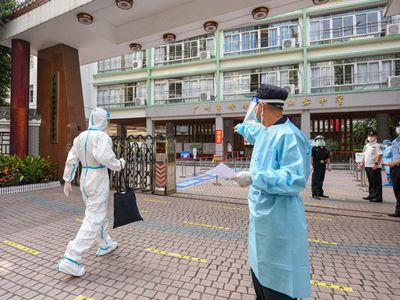 广州海珠区隔离考点岭南画派纪念中学 考生抵达考场