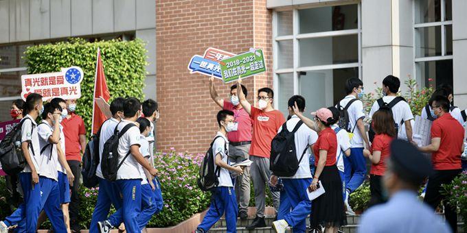 【现场直击】广州高风险地区内真光中学考点