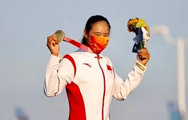 【亮话奥运·播客】《义勇军进行曲》回荡鹄沼海岸边,用这枚金牌纪念聂耳