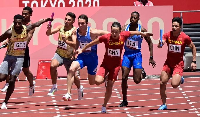 【奥运新闻眼】4x100米接力中国男女队均闯入决赛