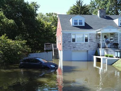 街道变河道、地铁遭漫灌……暴雨致美纽约多地被淹
